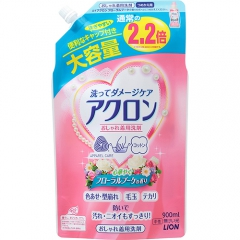 Lion Acron Средство для стирки деликатных тканей с ароматом цветов (рефил) 900мл