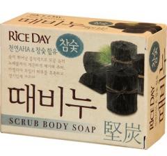 """CJ Lion Rice Day Мыло-скраб для тела """"Древесный уголь"""" 100г"""